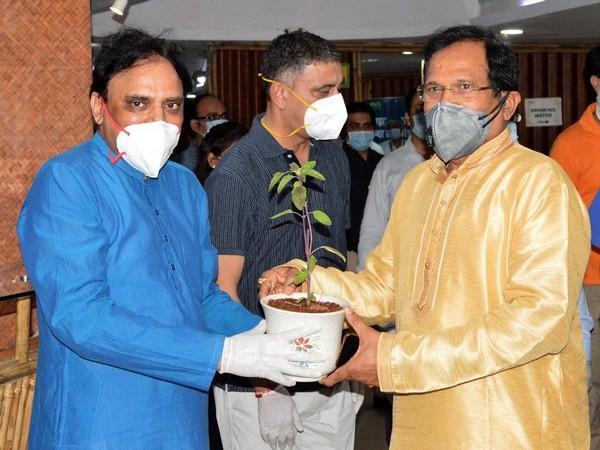 Dr Partap Chauhan, Director, Jiva Ayurveda with AYUSH Minister Shripad Yesso Naik