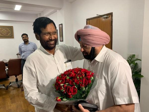 Punjab Chief Minister Captain Amarinder Singh on Thursday met Ram Vilas Paswan.