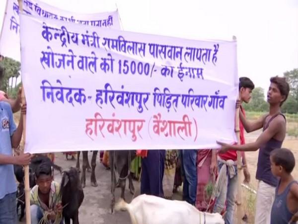 Villagers protesting at Harivanshpur in Vaishali on Saturday. Photo/ANI