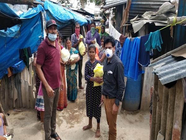 People getting ration amid lockdown in Telangana. Photo/ANI