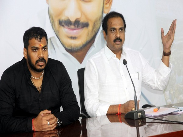 Ministers Anil Kumar (L) and Kurasala Kannababu (R) addressing a press conference in Amaravati on Saturday. Photo/ANI