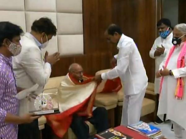 Telangana Chief Minister K Chandrashekhar Rao honouring well-known poet Tirunagari Ramanujam in Hyderabad on Saturday. [Photo/ANI]