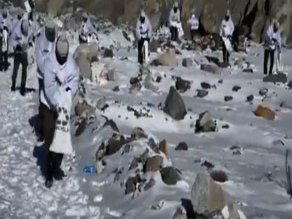 Army jawans participated in plogging at Siachen on Saturday
