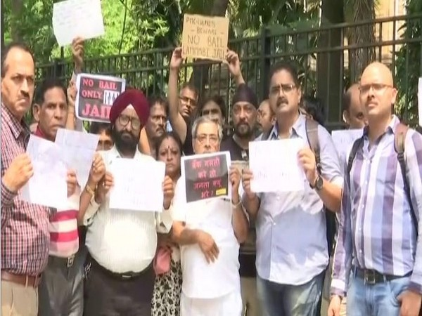 PMC bank account holders protest outside Mumbai's Esplanade Court on Wednesday. Photo/ANI