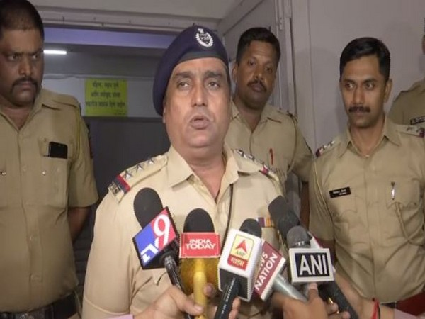 Senior police inspector Sukhlal Varpe speaking to media persons on Saturday. Photo/ANI