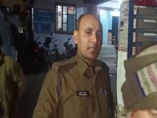 Pramod Kumar, Station House Officer speaks to media in Patna [Photo/ANI]