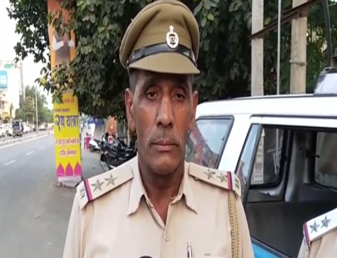 Assistant Sub-Inspector Dharamveer speaking to media persons on Tuesday. (Photo/ANI)