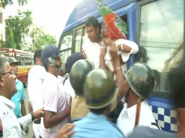 BJP workers arrested by police in Kolkata. Photo/ANI