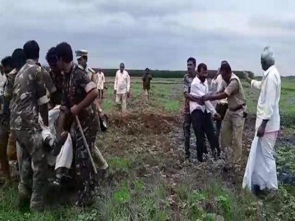 Police arrest farmers after they had a confrontation with electricity department officials