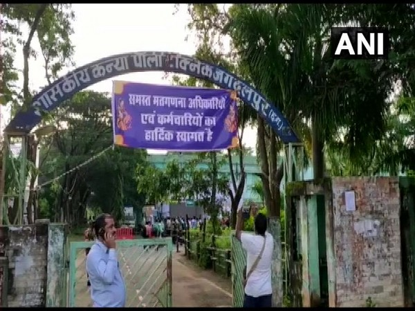 Polling parties departed for respective polling stations Dharampura