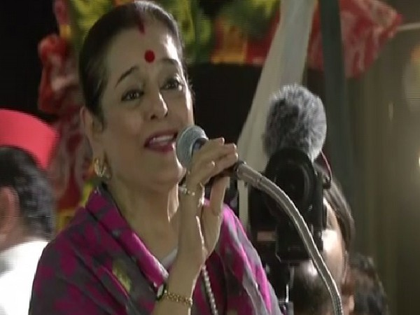 SP leader Poonam Sinha speaking at an election rally in Lucknow, Uttar Pradesh on Thursday Photo/ANI.