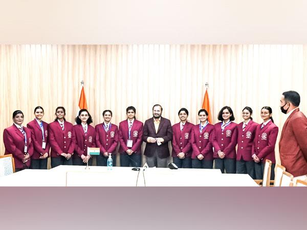 Union minister Prakash Javadekar interacted with NCC cadets (Image courtesy: @PrakashJavdekar)