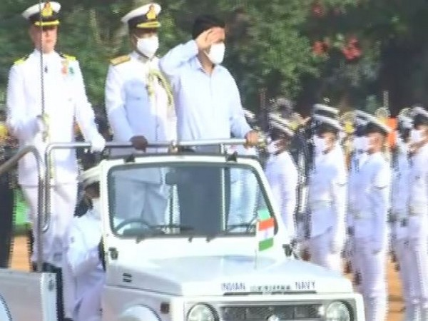 Goa CM receiving the Guard of Honour