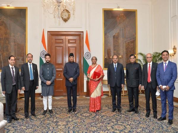 Finance Minister Nirmala Sitharaman meets President Ram Nath Kovind. (Photo/President of India Twitter)