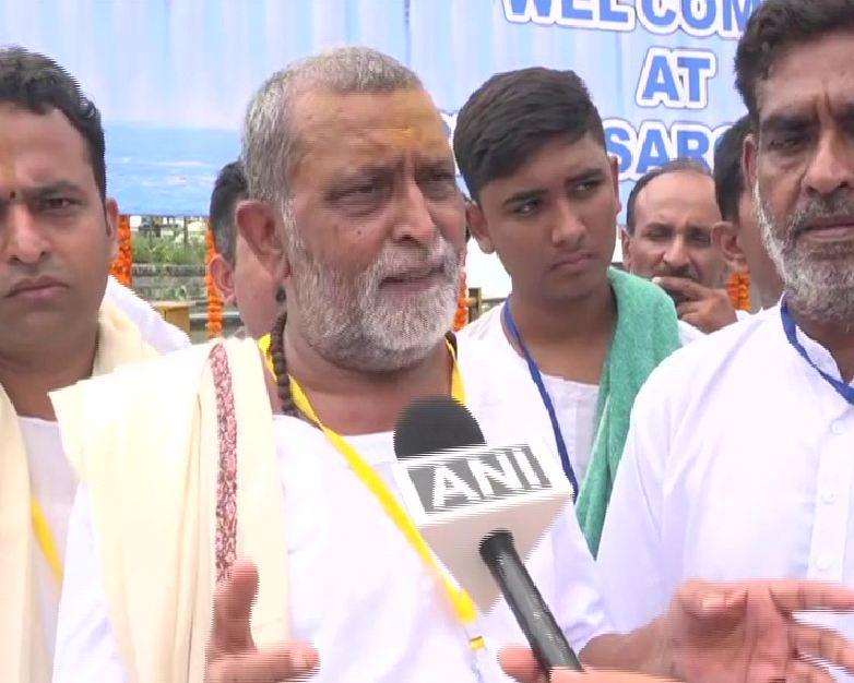 Priest Viranchi Prasad who performed 'Maa Narmada Poojan' with Prime Minister Narendra Modi in Gujarat on Tuesday (Photo/ANI)