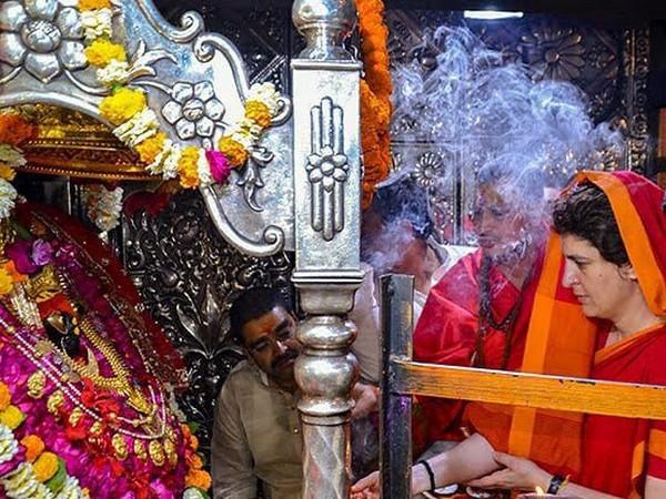Congress General Secretary Priyanka Gandhi Vadra worshiping Goddess Durga (Photo/Twitter)