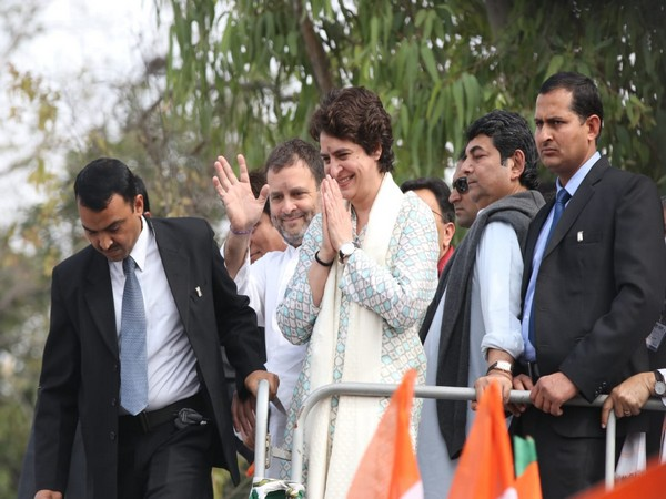 Rahul Gandhi, Priyanka Gandhi Vadra and other leaders during the road show at Lucknow