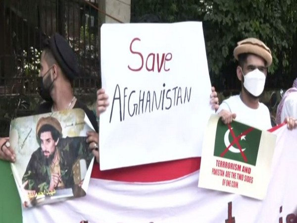 Afghans hold protest against Taliban