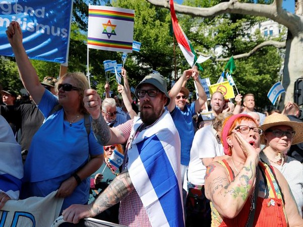 People attend a pro-Israel demonstration during al-Quds Day (Jerusalem Day) celebrtion, in Berlin, Germany on Saturday (local time)