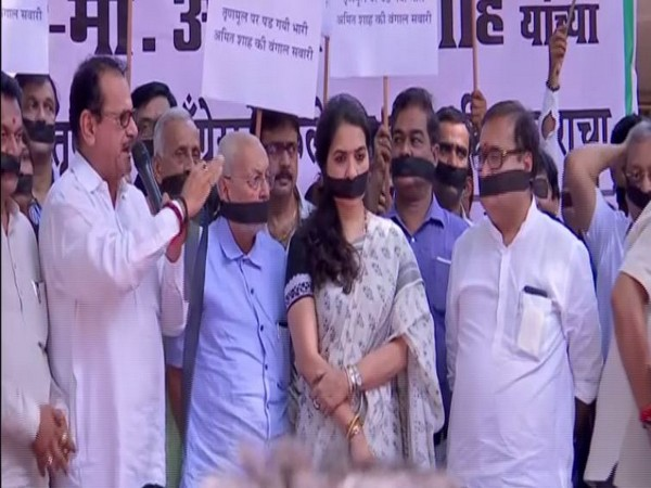 BJP leaders and supporters staged protest at Mumbai's Nariman Point on Wednesday. Photo/ANI