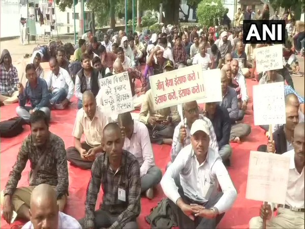 As many as 3,000 protesters sat on the protest raised slogans against the MPPSC for delaying the appointment of selected candidates. (Photo/ANI)