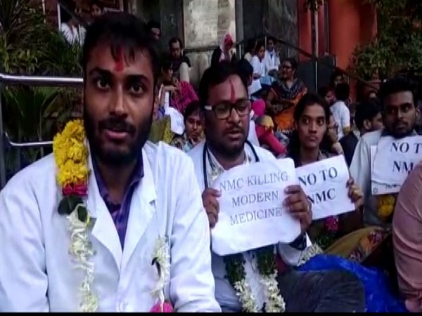 Junior doctors protesting against the National Medical Commission (NMC) Bill