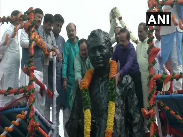 Harsh Vardhan and JP Nadda pay homage to Pt Deen a Dayal on his birth anniversary. (Photo/ANI)