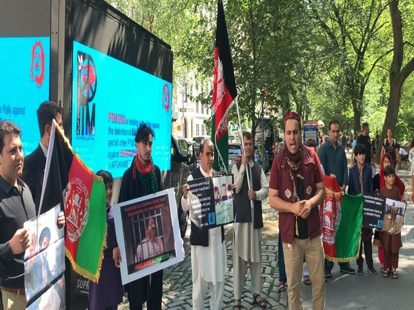 PTM USA arranged a Car Rally against the illegal detention of Ali Wazir