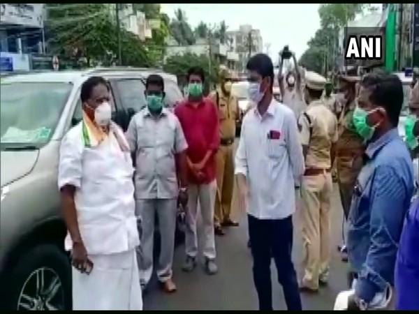 Puducherry CM V Narayanasamy reviews lockdown arrangements in Reddiarpalayam amid the COVID-19 outbreak. Photo/ ANI