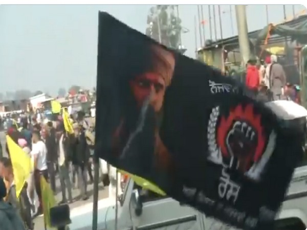 Flag bearing resemblance to Bhindranwale seen at 'Chakka Jam' in Ludhiana (Photo/ ANI)