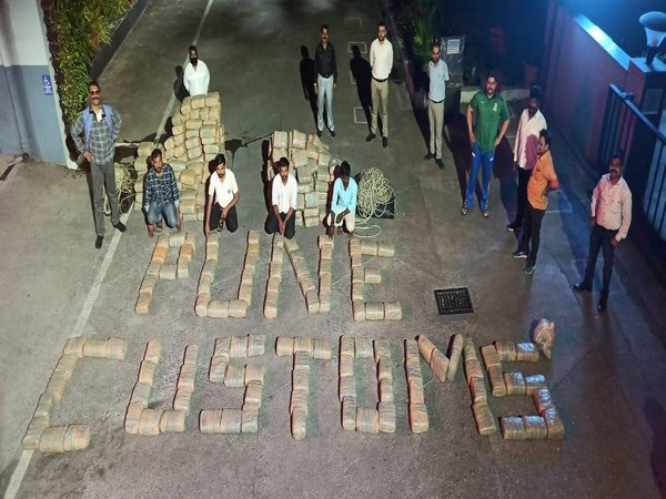Pune Customs detains 4 persons carrying 868 kg of 'Ganja' and 7.5 kg of 'Charas'.