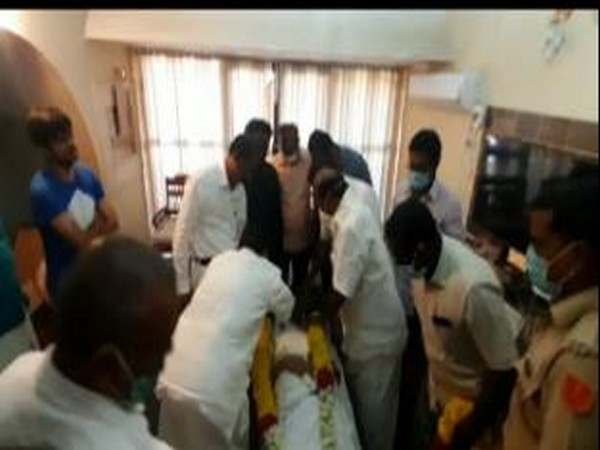 KG Shankar's last rites being performed at his residence in Puducherry.