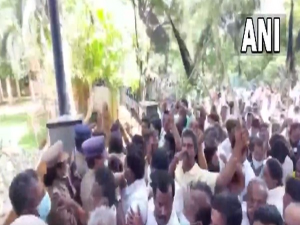Visual from outside of former Tamil Nadu Commercial Taxes Minister KC Veeramani's residence. (Photo/ANI)