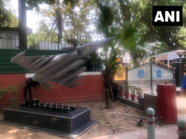 Replica of Rafale jet erected outside Air Chief Marshal BS Dhanoa's residence in Delhi. His residence is next to Congress Headquarters.