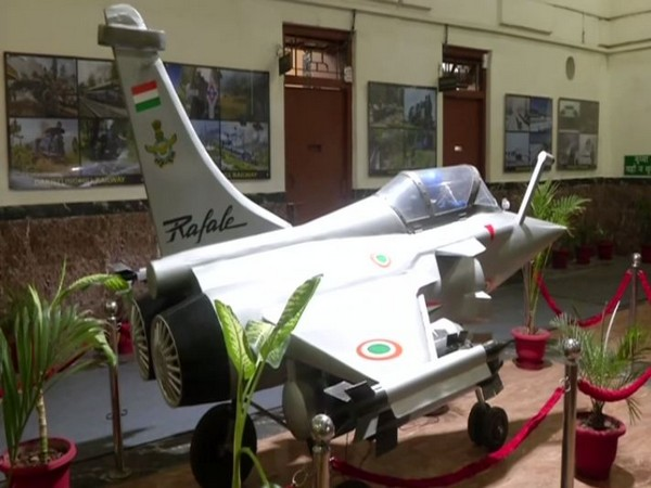 Railway Engineers at Lucknow made a scale-down model of Rafale