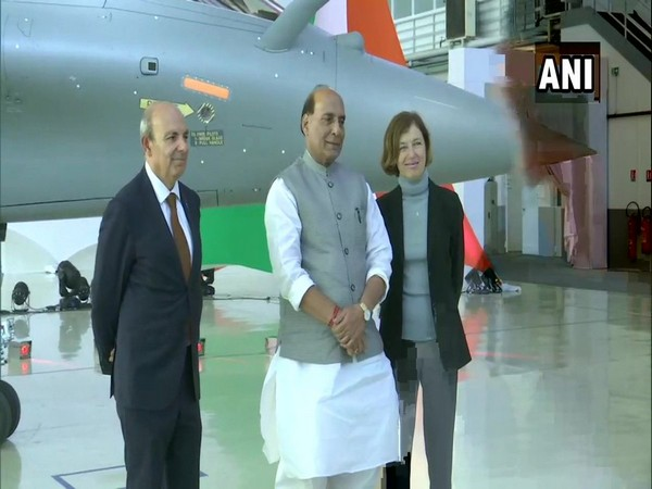 Dassault Aviation CEO Éric Trappier (L), Defence Minister Rajnath Singh (C) and the French Minister of the Armed Forces Florence Parly (R) in Mérignac on Tuesday (Photo/ANI)