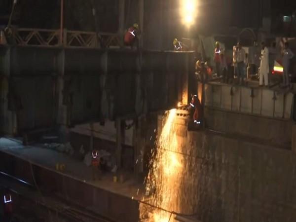 Dismantling of girders on Frere bridge being undertaken in Mumbai. Photo/ANI
