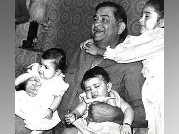 Legendary actor Raj Kapoor with grand daughters Karisma, Kareena and Riddhima Kapoor (Image Source: Instagram)