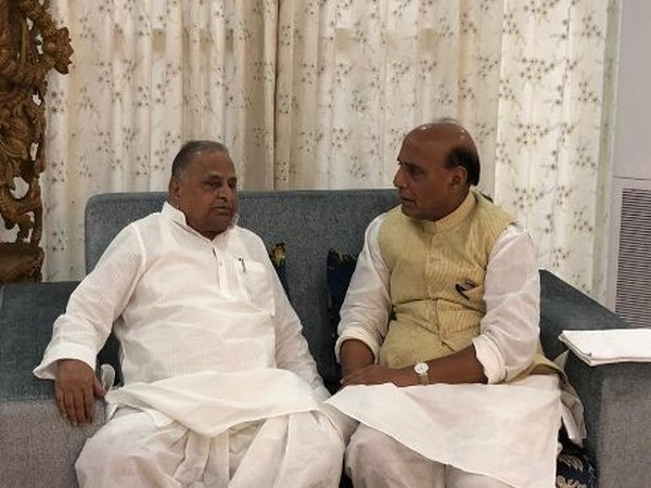 Union Home Minister Rajnath Singh visited SP patron Mulayam Singh Yadav at his residence in Lucknow on Saturday. Photo/Twitter@@rajnathsingh