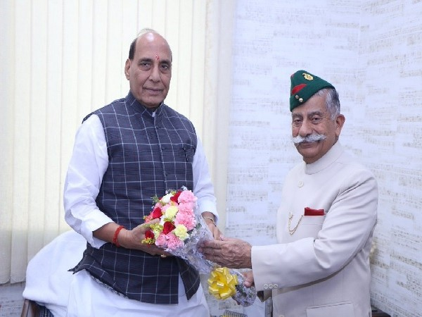 Arunachal Pradesh Governor BD Mishra meeting Defence Minister Rajnath Singh in New Delhi on Sunday. (Image Soure: Twitter)