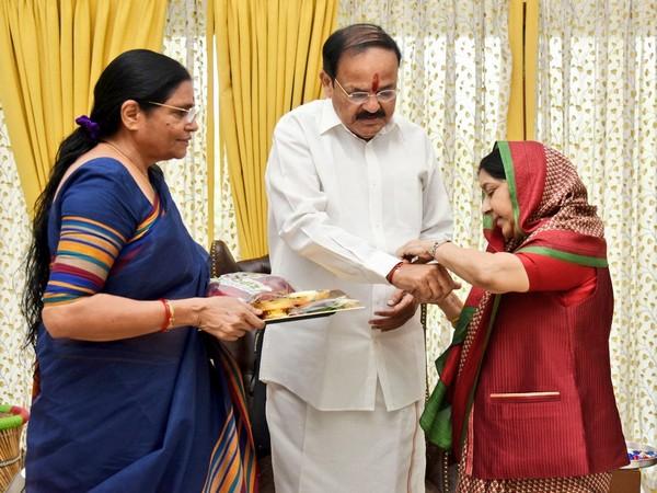Old picture of Sushma Swaraj tying a rakhi to M. Venkaiah Naidu. (Photo/ M. Venkaiah Naidu Twitter)