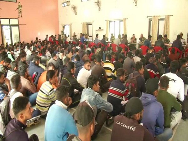 Youth submitting applications at BSF campus in Samba, Jammu and Kashmir. Photo/ANI