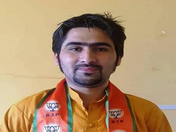BJP leader Wasim Bari (Picture credit: Twitter/Ram Madhav)