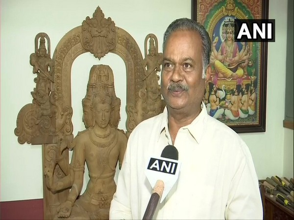 Bengaluru-based idol maker Madhavacharya Ramamurthy while speaking to ANI. (Photo/ANI)