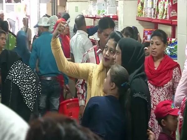Muslim women throng grocery market in Surat for buying essentials during Ramzan