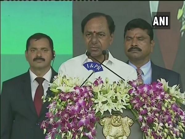 Telangana Chief Minister K Chandrashekhar Rao addressing the people in Vijayawada, Andhra Pradesh on Thursday.