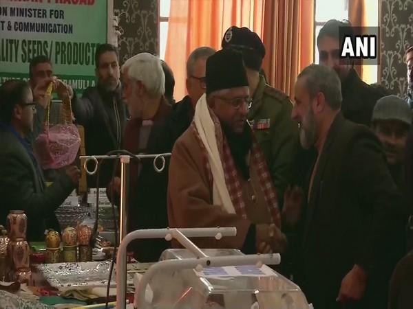 Union Minister Ravi Shankar Prasad intercated with locals in Baramulla on Thursday [Photo/ANI]