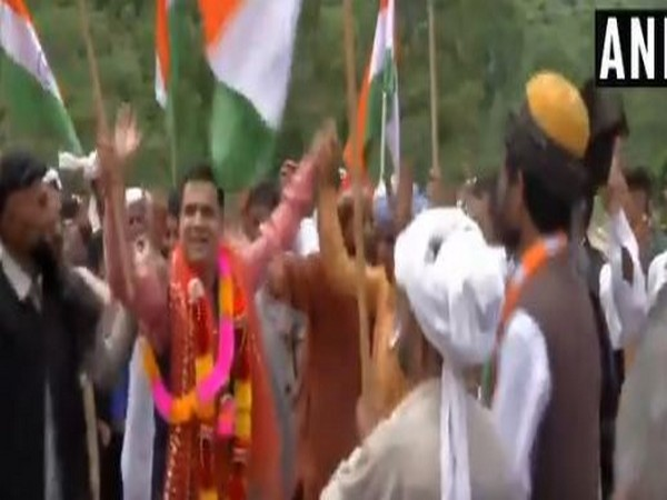 J&K BJP President Ravinder Raina was seen dancing on 73rd Independence Day in Jammu on Thursday. Photo/ANI