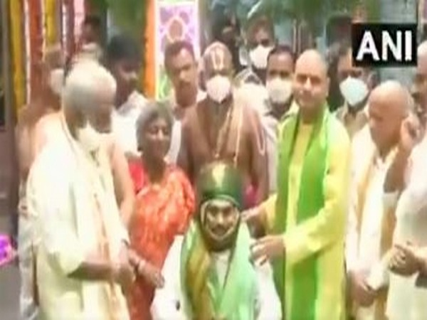 Jagan Mohan Reddy took part in the temple program and offered cloth to God and participated in Garuda Seva. Photo/ANI