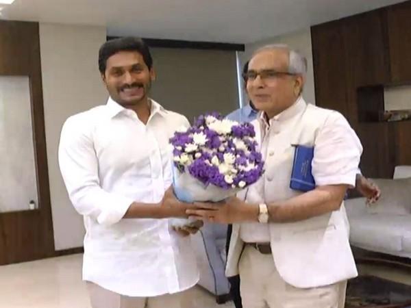 Andhra Pradesh Chief Minister Jaganmohan Reddy met Niti Ayog vice-chairman Rajiv Kumar on Friday in Amravati in Andhra Pradesh. Photo/ANI
